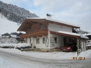 Tiroler Haus in ruhiger, schöner Lage, an einer Ache.